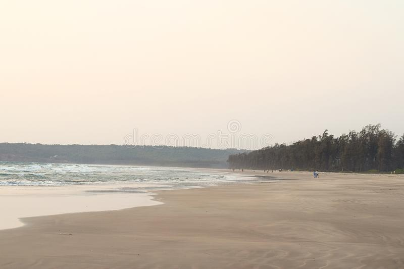 平静和原始海滩晚上-商品海滩,马哈拉施特拉,印度 库存图片