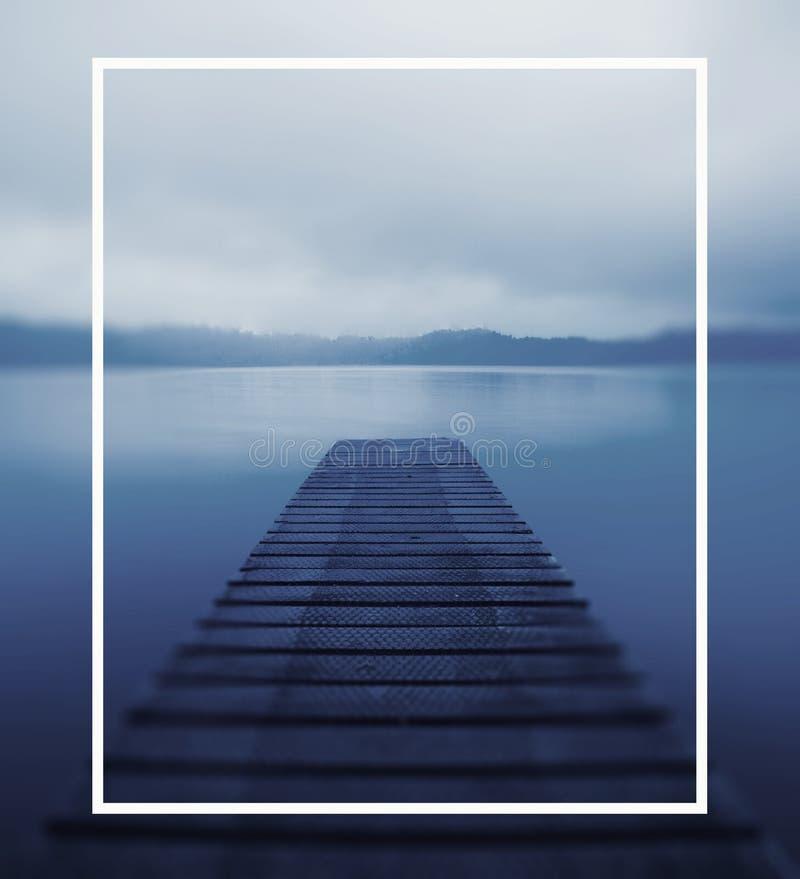 平静的平安的湖跳船自然概念 向量例证