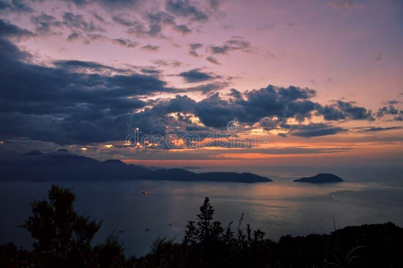 平静的日落视图在岘港,越南 免版税库存照片