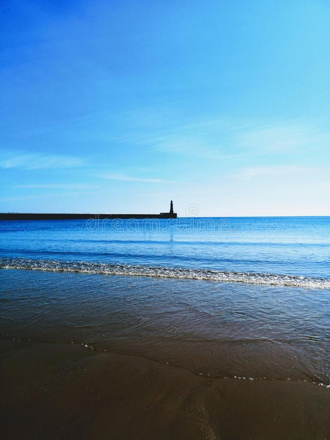 平静的沿海灯塔 库存图片