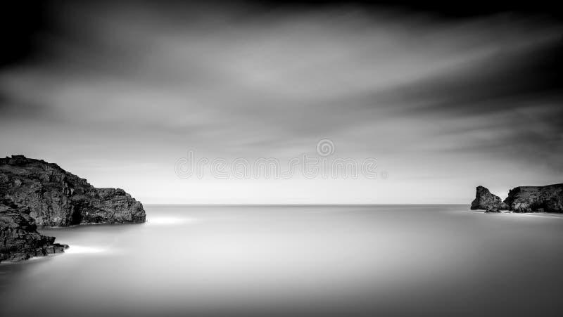 平静的海岸线, Bossiney海湾,北部康沃尔郡 库存照片