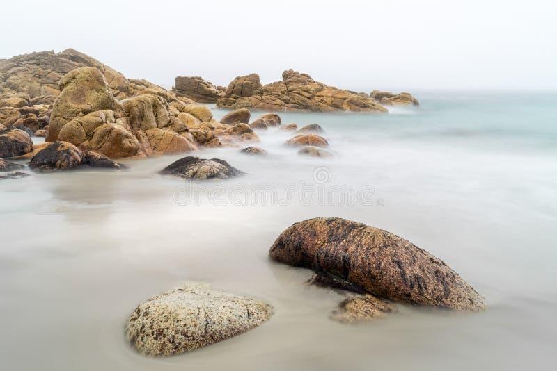 平静的海滩,Porth Nanven,西部康沃尔郡 免版税图库摄影