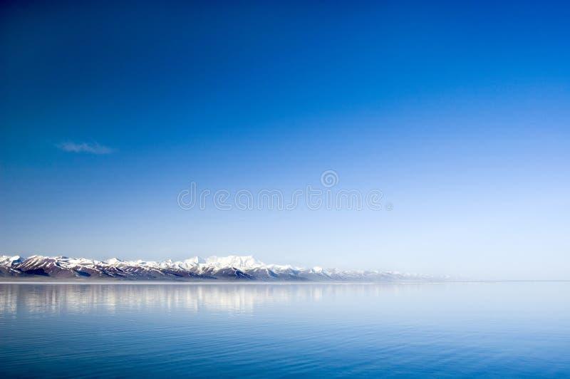 平静的湖 免版税图库摄影