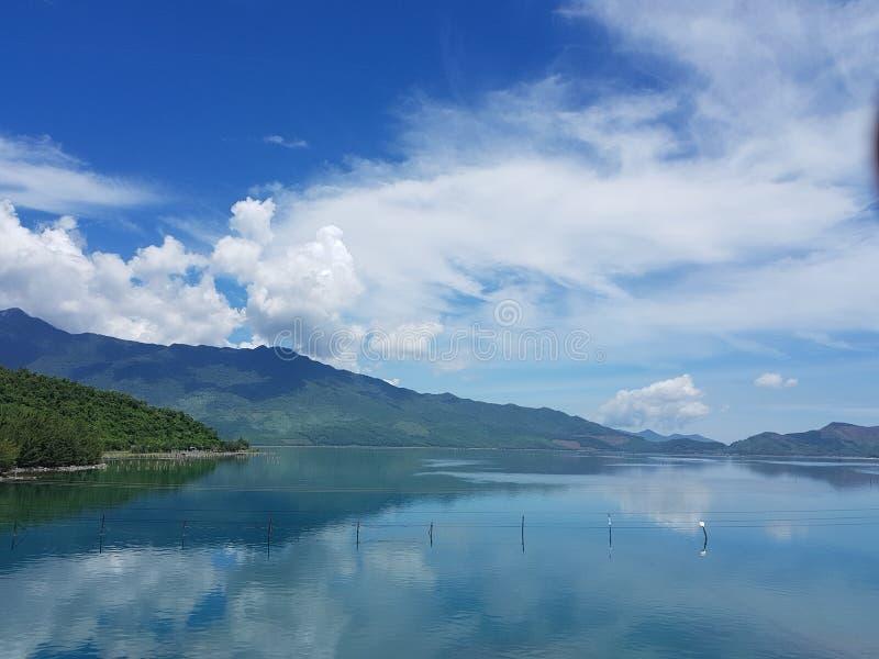 平静的湖 图库摄影