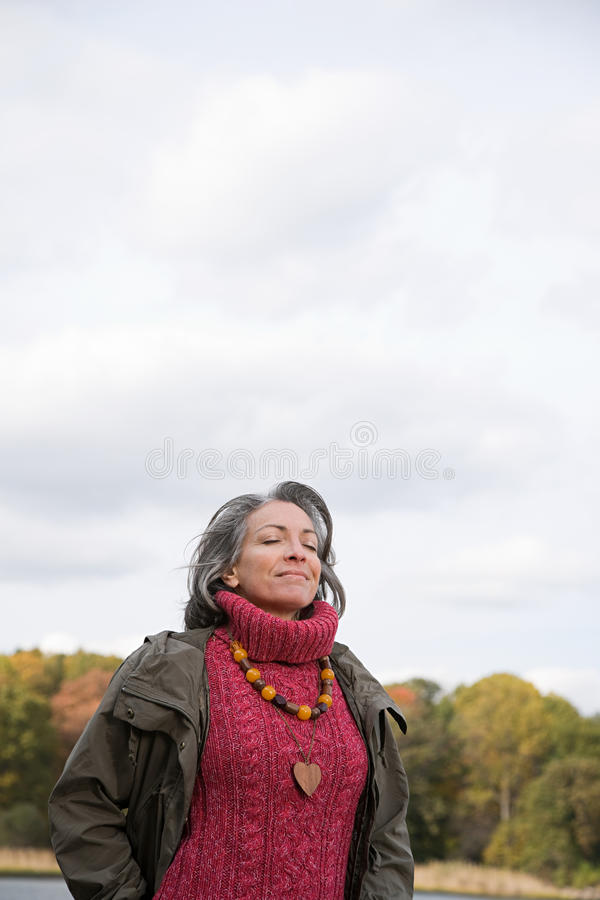 Download 平静的看起来的成熟妇女 库存图片. 图片 包括有 享受, 眼睛, 女演员, ,并且, 平安, 项链, 黄昏 - 62534633