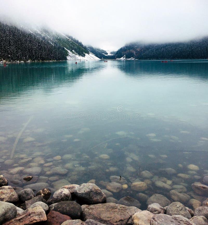 平静的路易丝湖在9月 库存图片