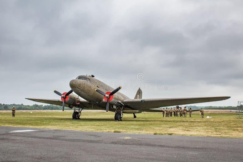 平面道格拉斯C-47 Skytrain,DC-3美国陆军空军队,L4,达可它英国皇家空军,R-40美国海军,降落在诺曼底 免版税库存图片