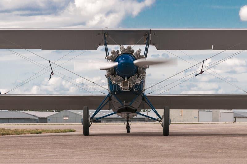 1929年刻替斯怀特旅行从前面的空气E-4000双翼飞机 免版税库存照片