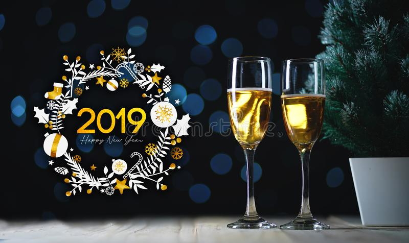2019年印刷术艺术 香宾和小Christma两块玻璃  库存图片