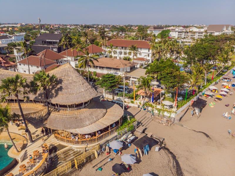 26 07 2019年印尼巴厘岛:FINNS Bali Beach Club Batu Balong海滩,巴厘岛世界著名的冲浪热点 库存图片