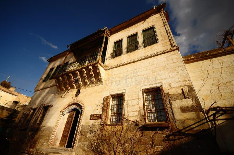 1000年历史三屋顶房子 免版税图库摄影