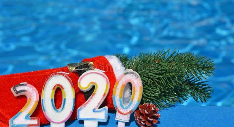 2020年圣诞装饰与松树枝 免版税库存照片