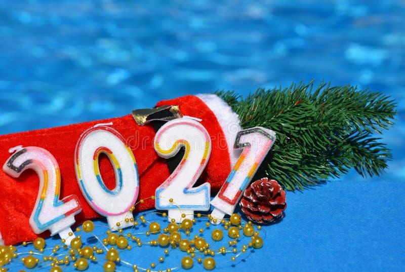 2021年圣诞装饰与松树枝 免版税库存图片