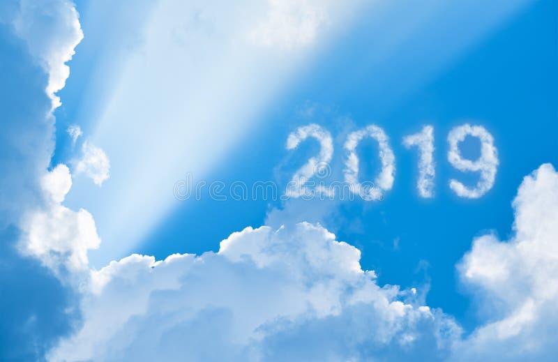 2019年在云彩和阳光中 库存照片
