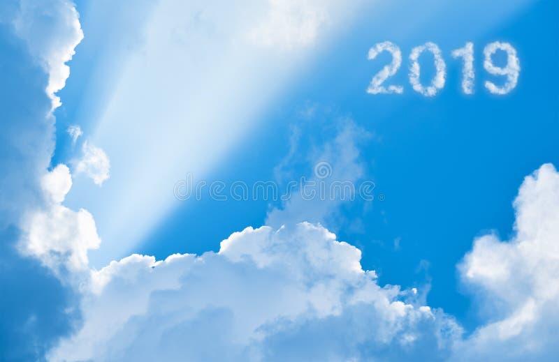 2019年在云彩和阳光中 库存图片