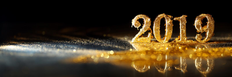 2019年在庆祝新年的金子数字 免版税图库摄影