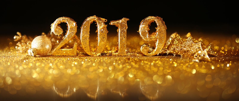 2019年在庆祝新年的金子数字 库存图片