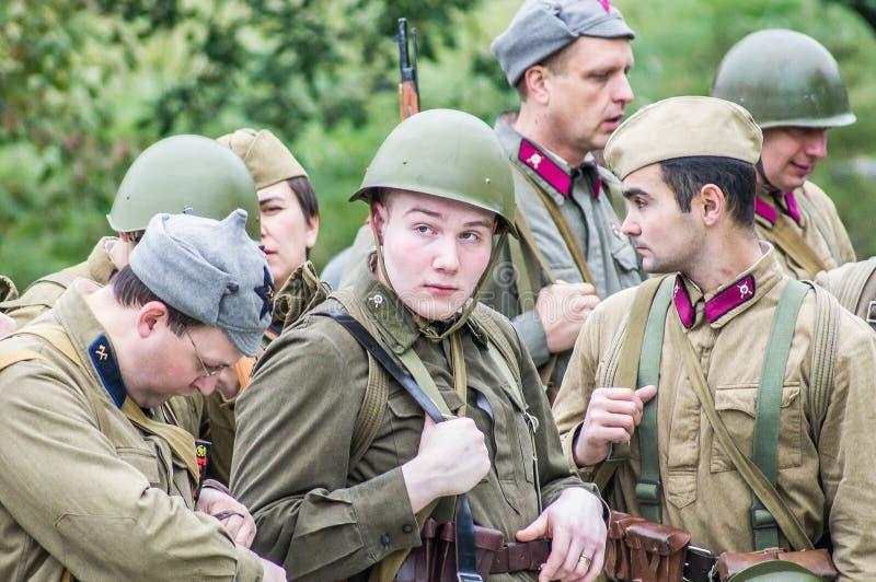 1941年在波多利斯克军事学院的纳粹队伍和军校学生的之间世界大战争斗的重建2 免版税库存照片