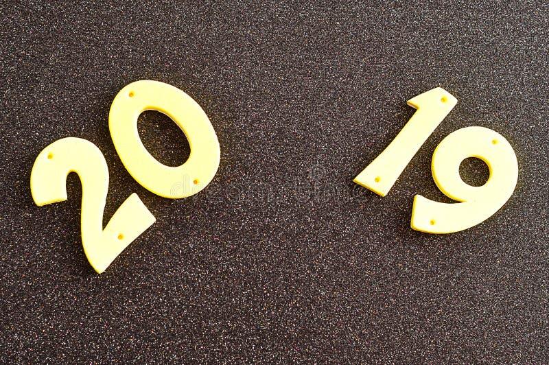 2019年在黄色数字
