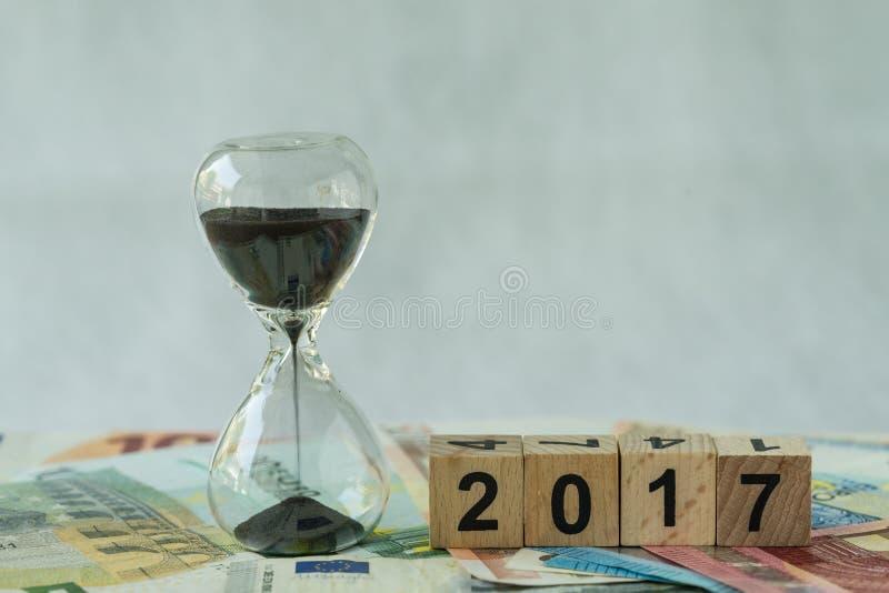 年底2017年企业作为滴漏或sandglass的时间读秒 图库摄影