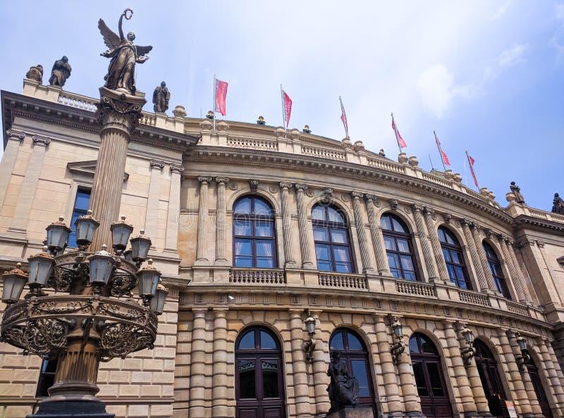 2020年捷克布拉格普拉哈历史建筑的外墙 免版税库存图片
