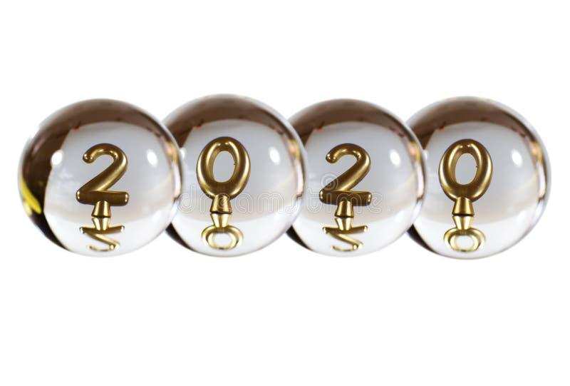 2020年的数字在水晶球的反射 免版税库存图片