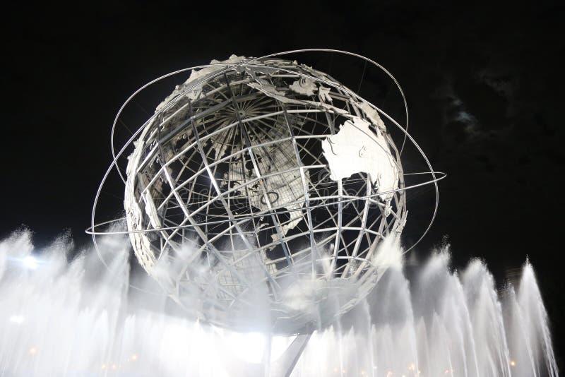 1964年纽约世界s公平的Unisphere在晚上 库存照片