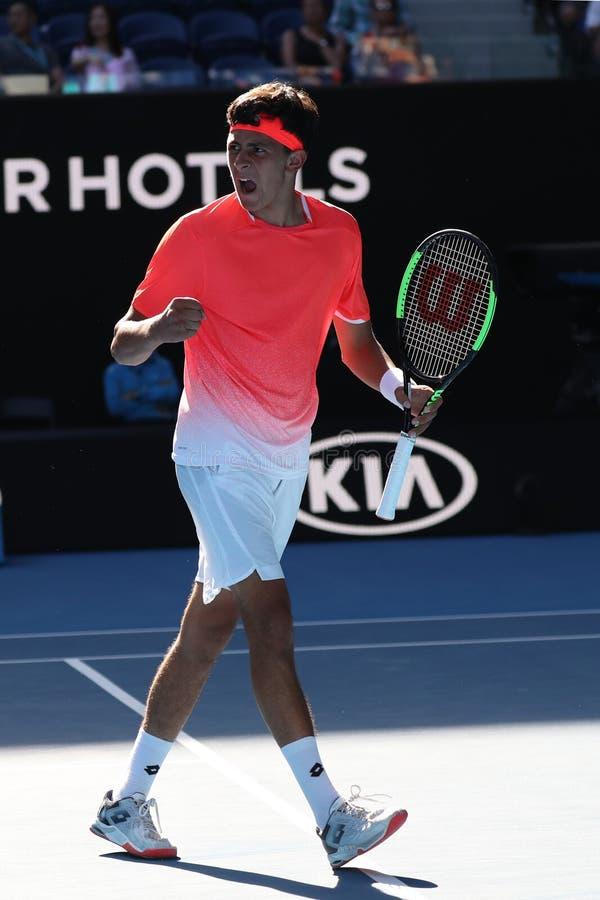 2019年美国的澳网决赛选手埃米利奥纳瓦山口行动的在他的男孩的期间在墨尔本公园选拔决赛 库存图片