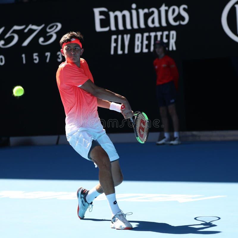 2019年美国的澳网决赛选手埃米利奥纳瓦山口行动的在他的男孩的期间在墨尔本公园选拔决赛 免版税图库摄影