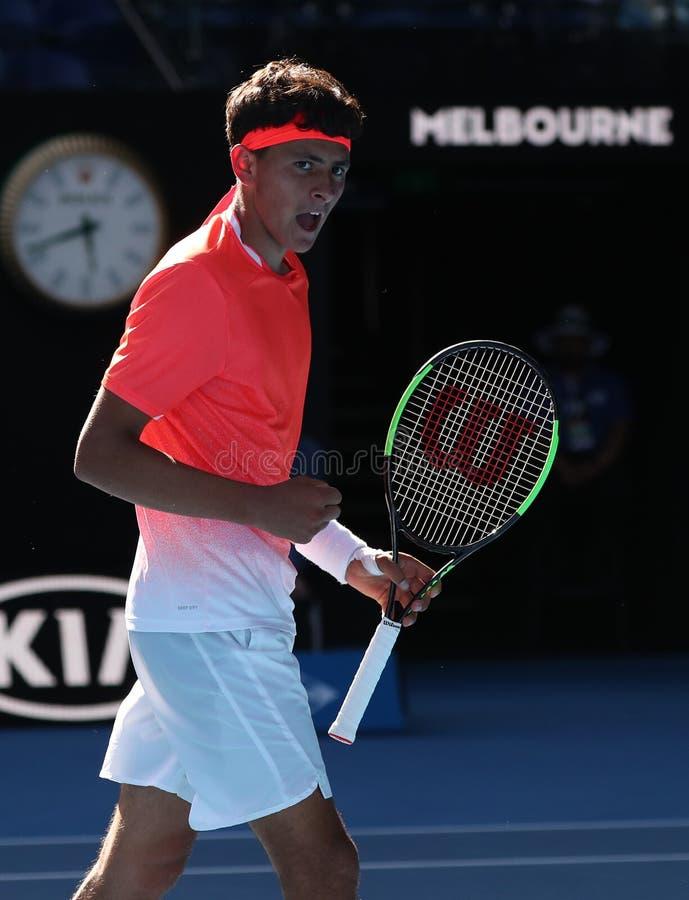 2019年美国的澳网决赛选手埃米利奥纳瓦山口行动的在他的男孩的期间在墨尔本公园选拔决赛 免版税库存照片