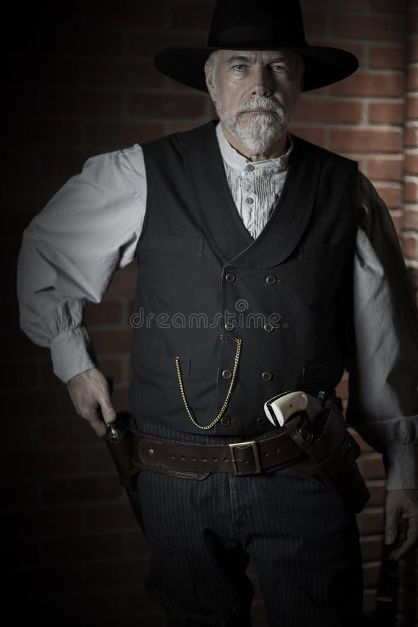 1885年老西部牛仔准备拔枪 库存图片
