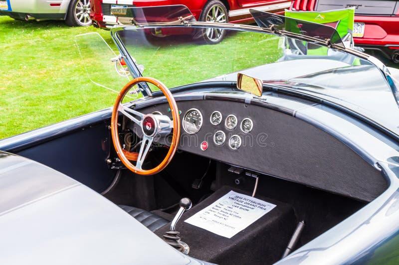 1965年谢尔比AC眼镜蛇敞篷车内部 库存照片