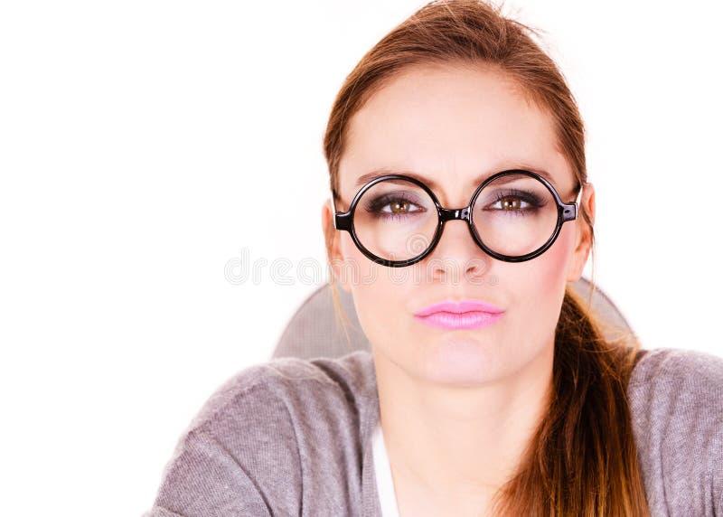 年轻严肃女商人认为 图库摄影