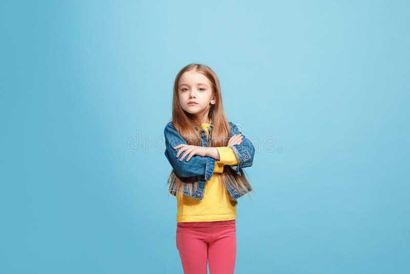 年轻严肃的体贴的青少年的女孩 疑义概念 免版税库存照片