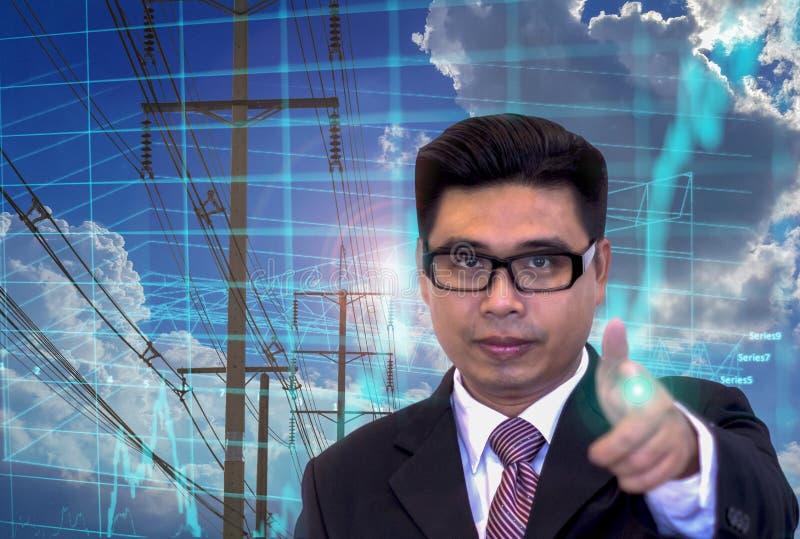 年轻亚洲商人,指向手指,储蓄图投资图,电力网络,蓝色焕发 免版税库存图片