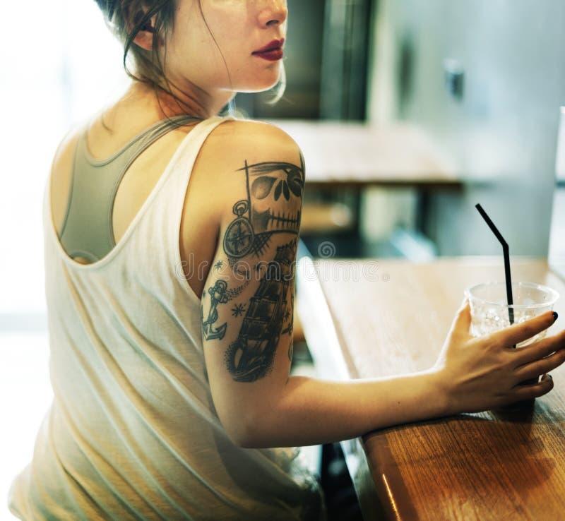 年轻亚洲妇女射击概念 免版税图库摄影