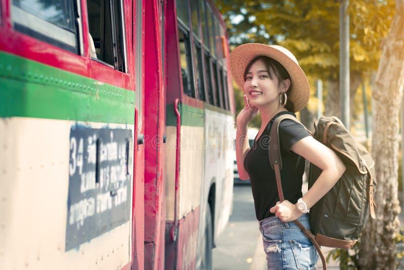 年轻亚裔美女在曼谷使用公共汽车 图库摄影