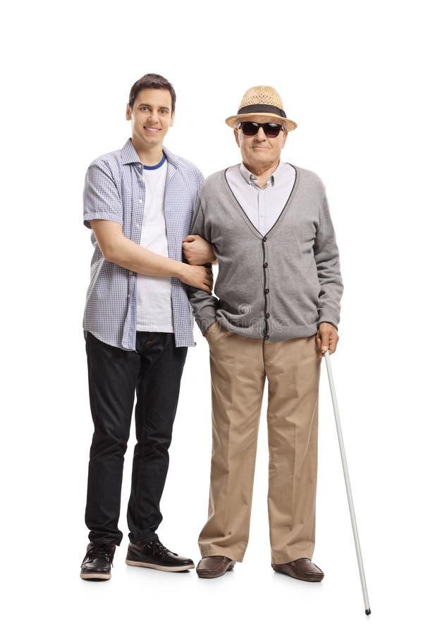 年轻人和一个瞎的成熟人 免版税图库摄影