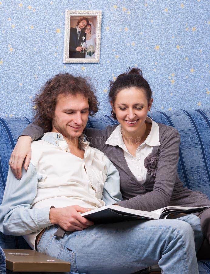 年轻人已婚夫妇 免版税库存照片