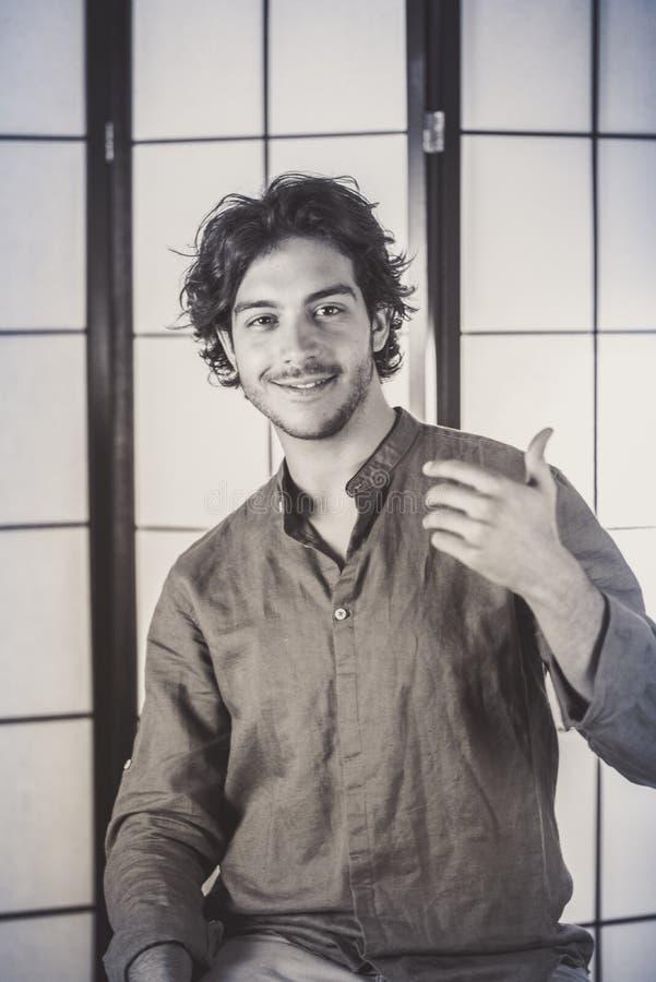 年轻人画象用在胸口的被举的手 图库摄影
