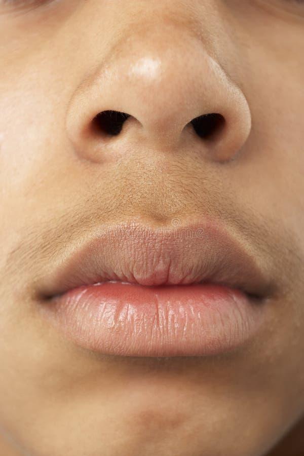 年轻人的男孩接近的嘴鼻子s 库存图片