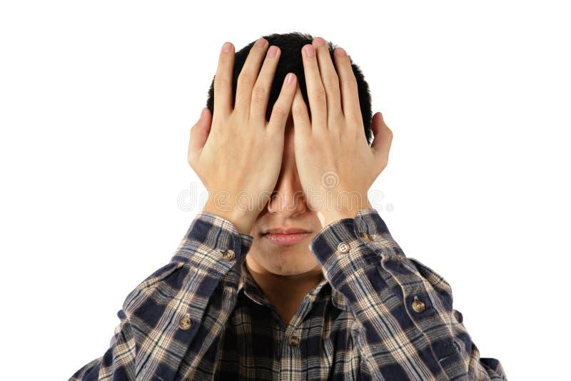年轻人盖子他的眼睛 免版税库存图片