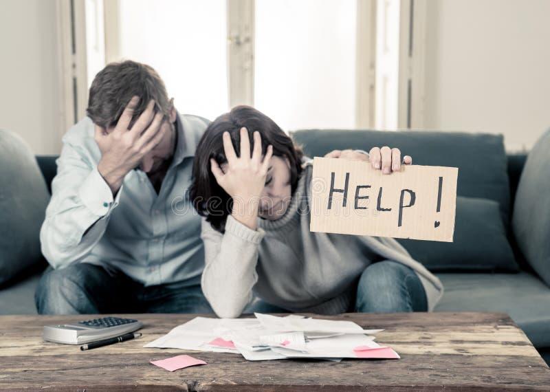 年轻人结合有感觉强调付帐债务抵押请求帮忙的经济 免版税图库摄影
