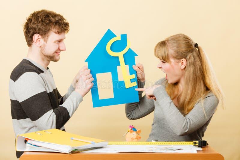 年轻加上关于房子的另外观点 免版税库存图片