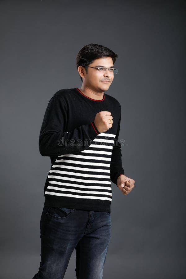 年轻印度人赛跑 免版税库存图片