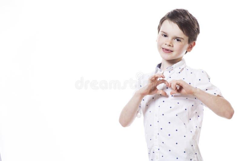 年轻可爱的快乐小男孩 免版税图库摄影