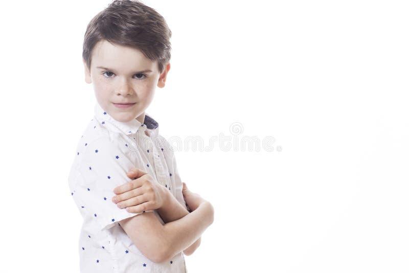 年轻可爱的快乐小男孩 图库摄影