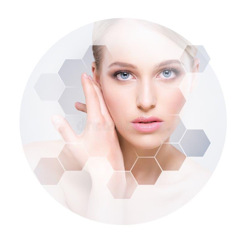 年轻和健康女孩的美丽的面孔 整容手术、护肤、化妆用品和整形概念 免版税库存照片