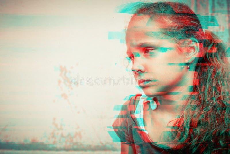 年轻哀伤的小女孩画象  免版税库存图片
