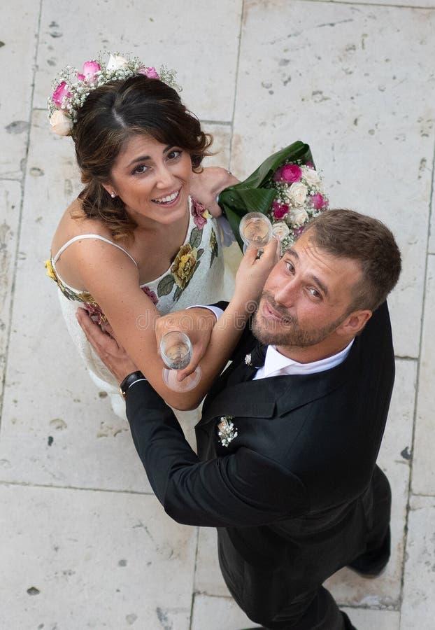 年轻夫妇射击从上面 库存照片